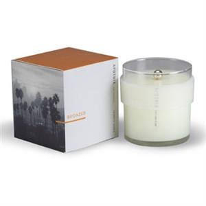 candle made of parafin and soy smells like the beach !